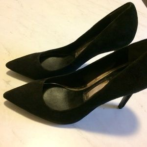 NWOT Boutique 9 Migs Point Toe Pumps